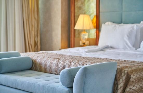 ένα κρεβάτι και ένας καναπές